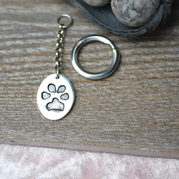 Silver oval paw print keyring