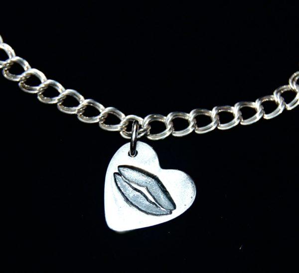 Small silver kiss charm