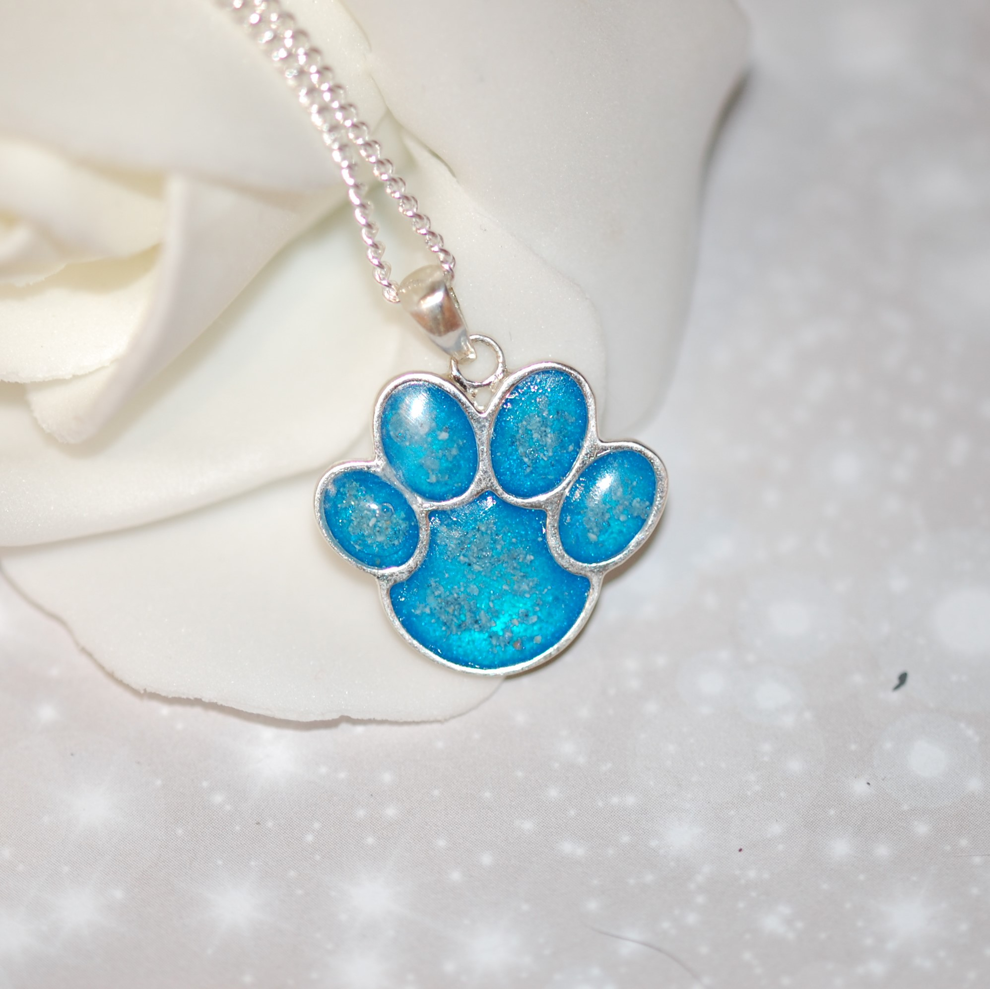 Pet memorial jewellery with your pet's fur or cremation ashes