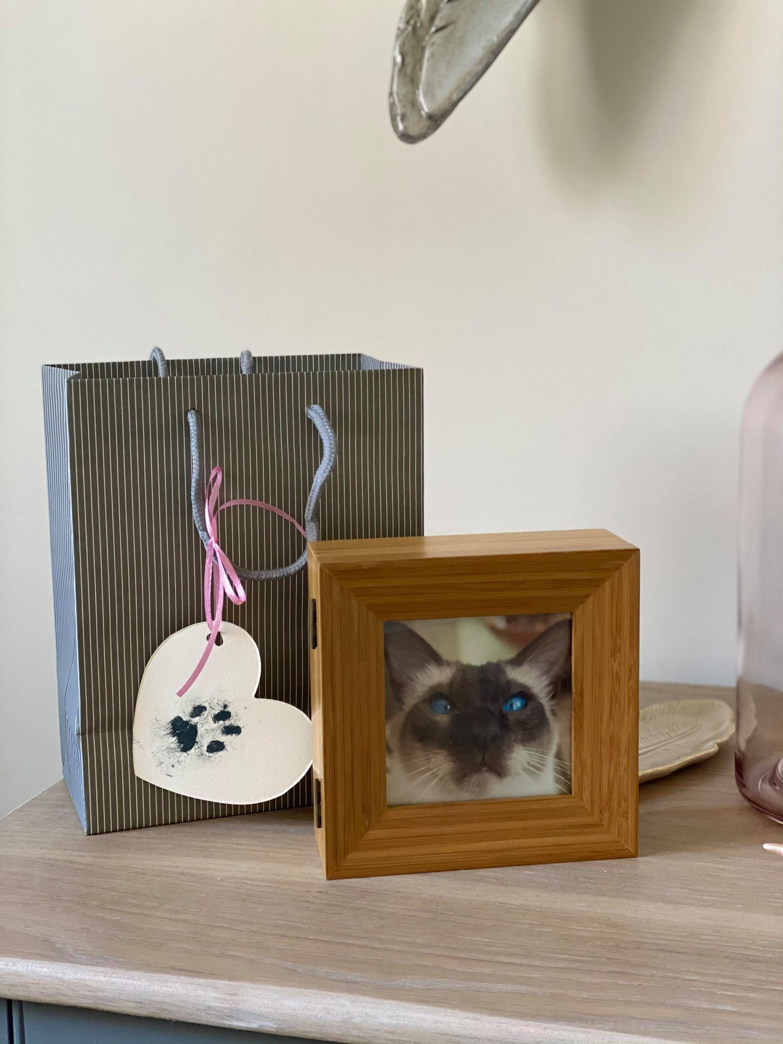 Beautiful cat photo frame and keepsake gift bag with pet paw print